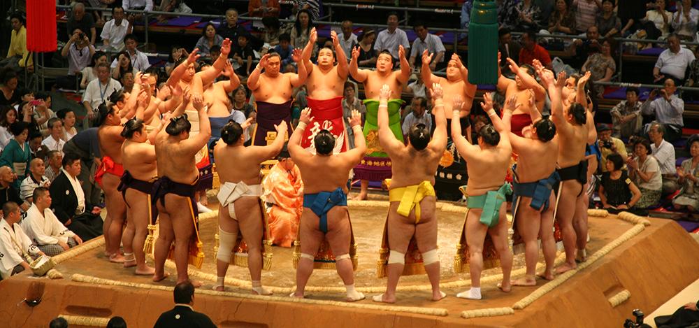 Sumo Kampf - der zeremonielle Ringeinmarsch